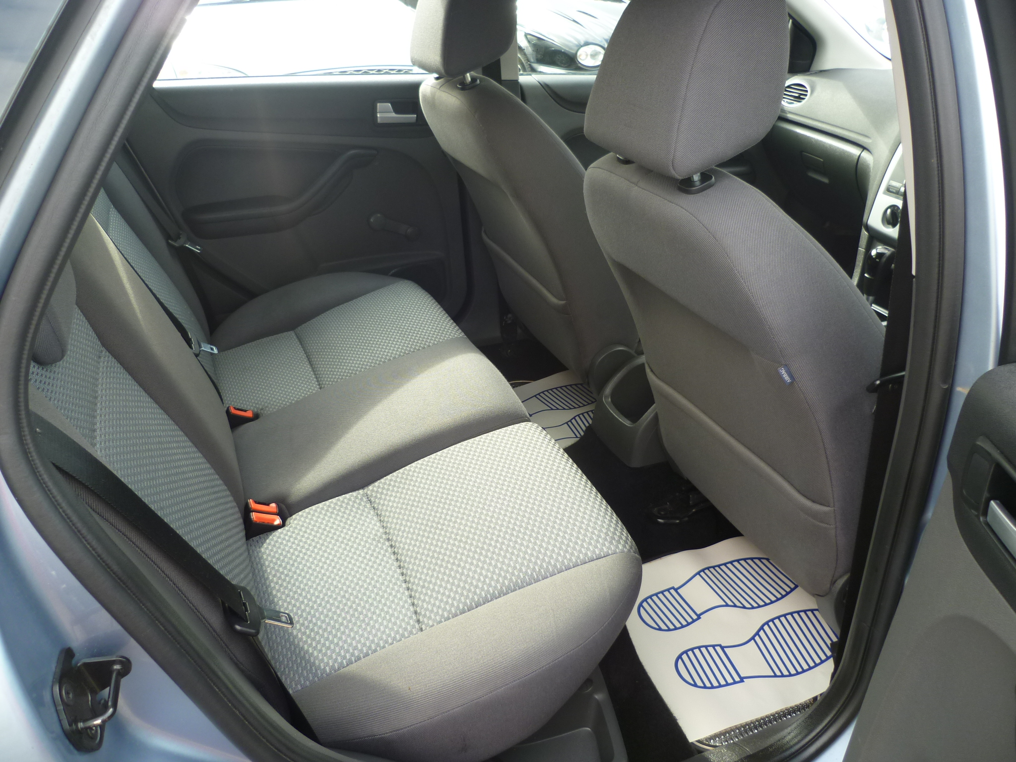 Ford Focus 1.6 LX Automatic 009