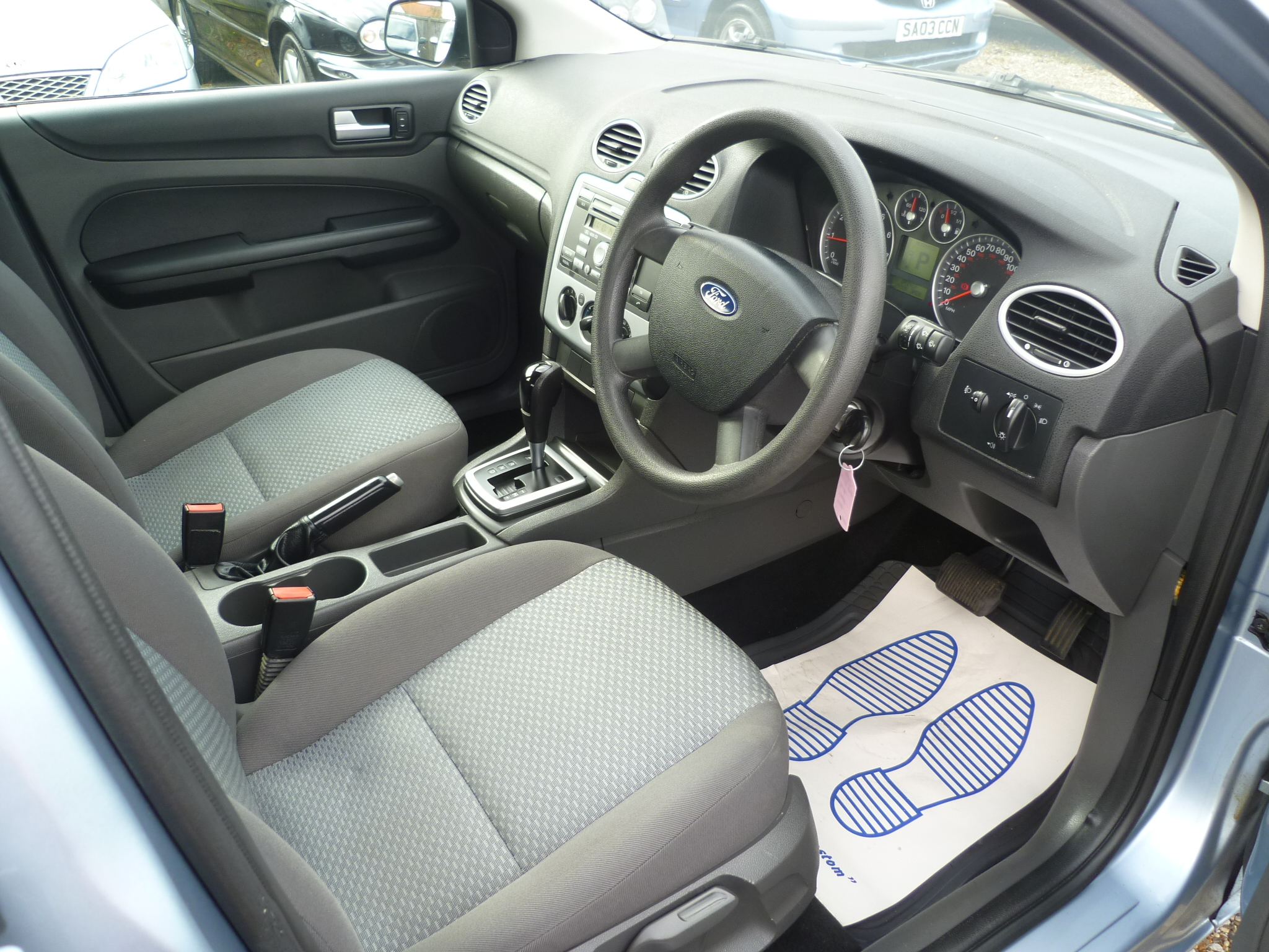 Ford Focus 1.6 LX Automatic 010
