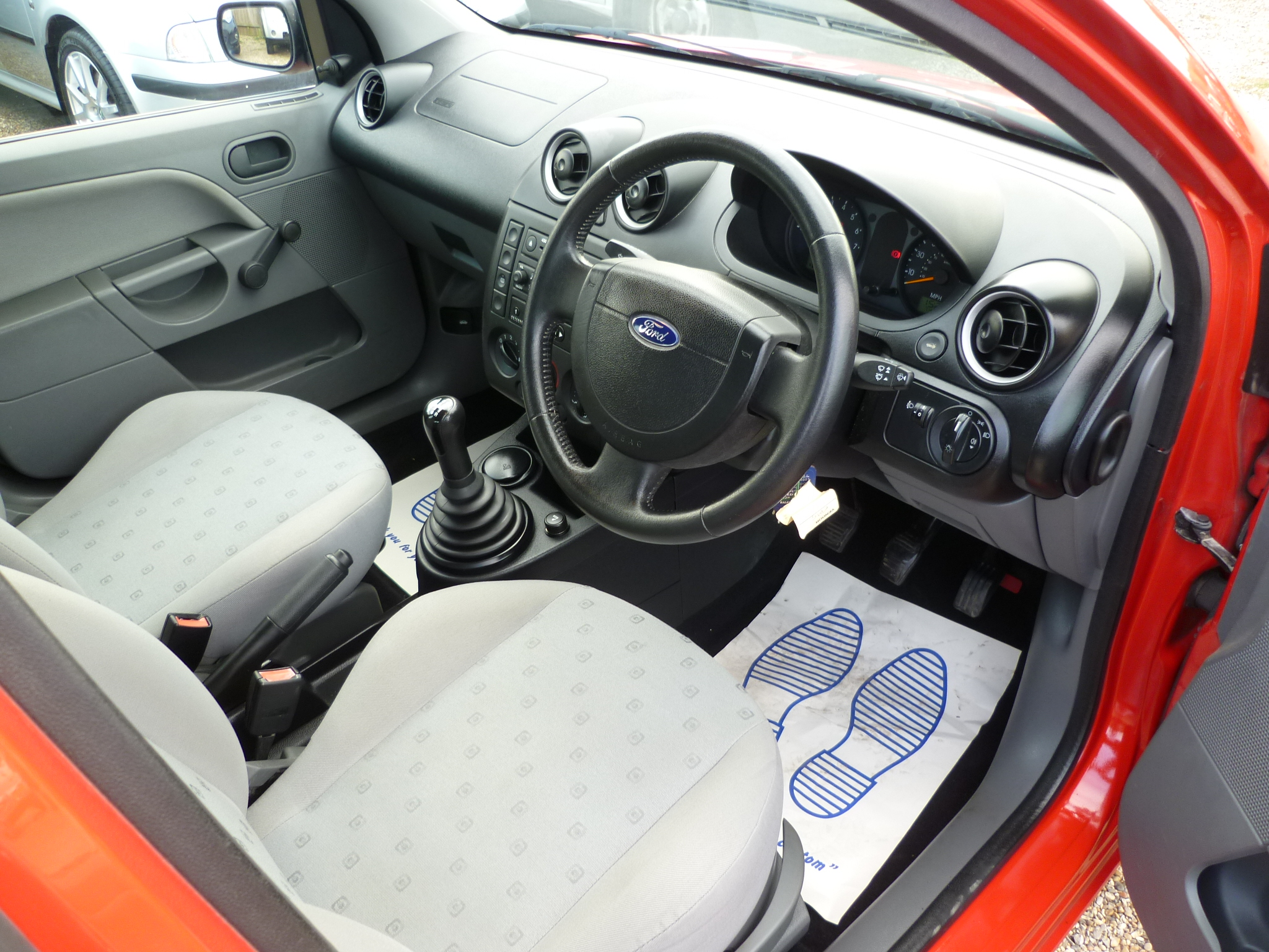 FORD FIESTA 1.3 FINESSE 5DR 011