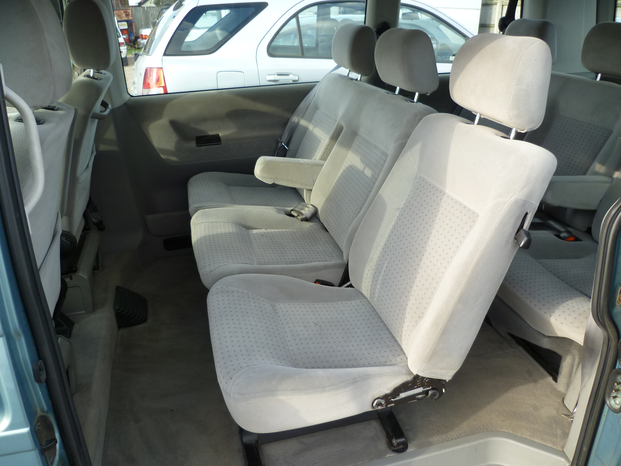 VW Caravelle 2.5TDI Automatic 007