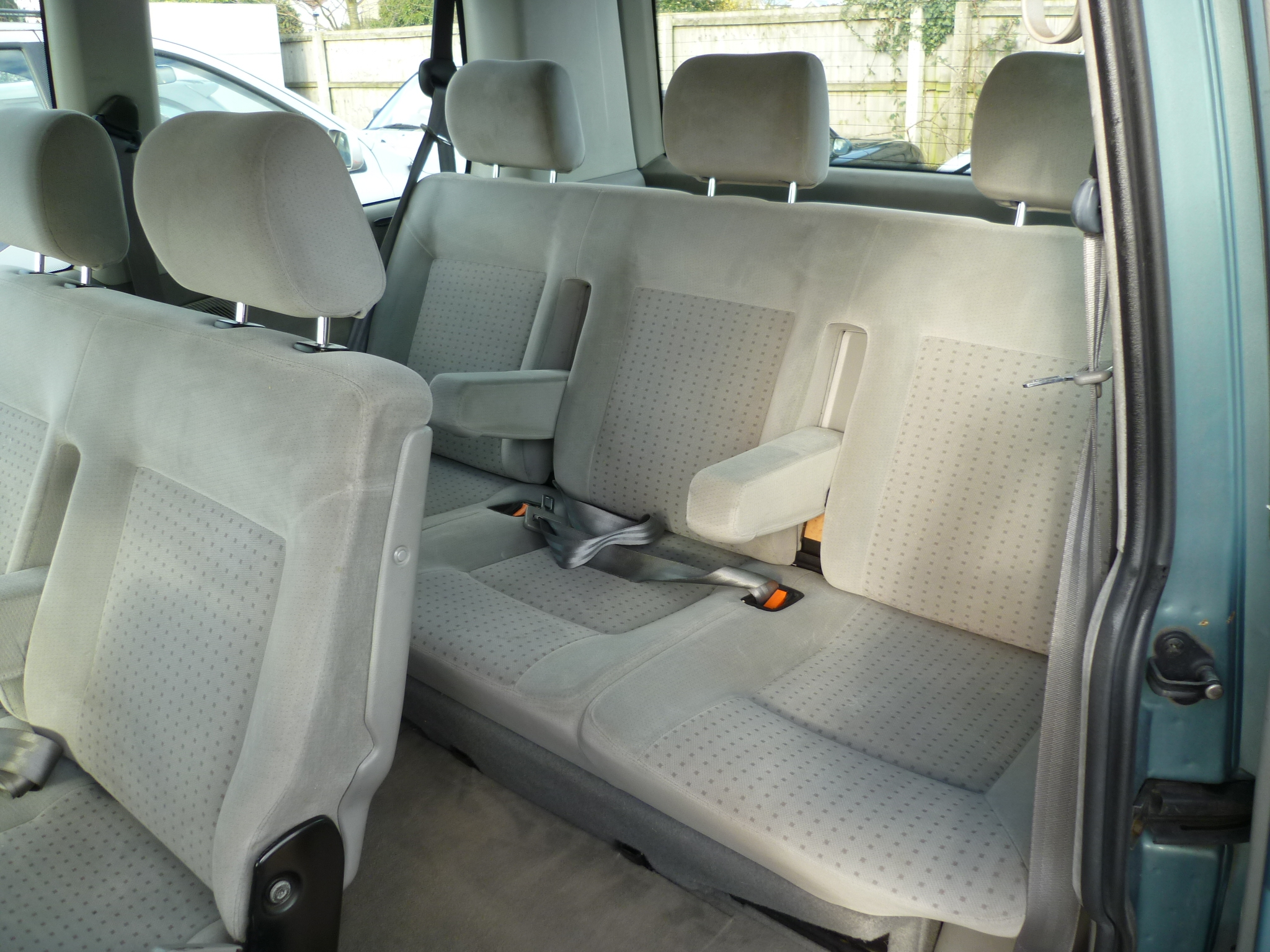 VW Caravelle 2.5TDI Automatic 008